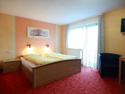 Zimmer.400x300-crop.JPG